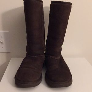 GUC UGG Classic tall chocolate boot Sz 7